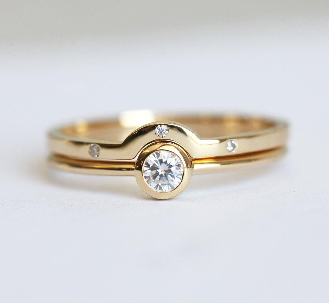 Minimalist Diamond Wedding Ring Set