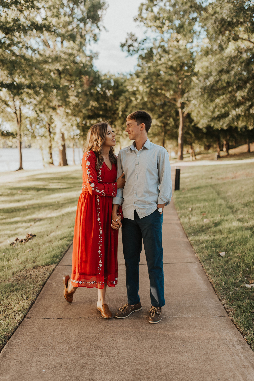 Golden Hour Engagement Session in Arkansas Taryn Lynn Photography04